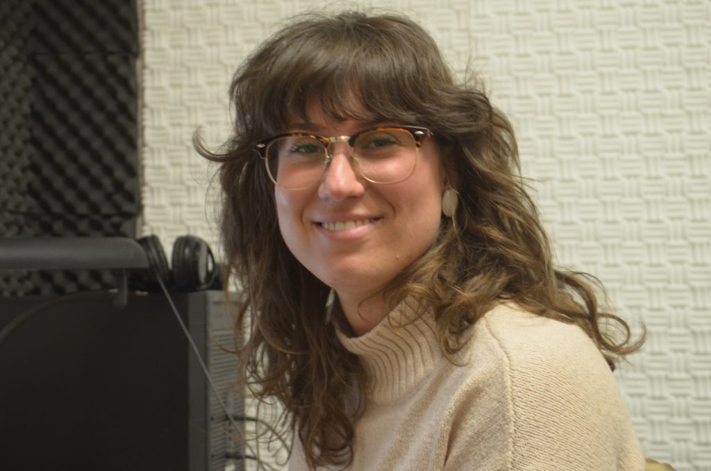 SJMC Alum Natalie Yahr smiles at the camera